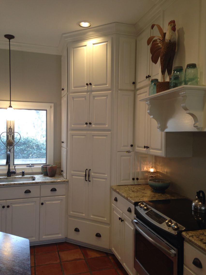 Corner Pantry White Farmhouse Kitchen Corner Kitchen Cabinet Kitchen Layout Kitchen Pantry Design
