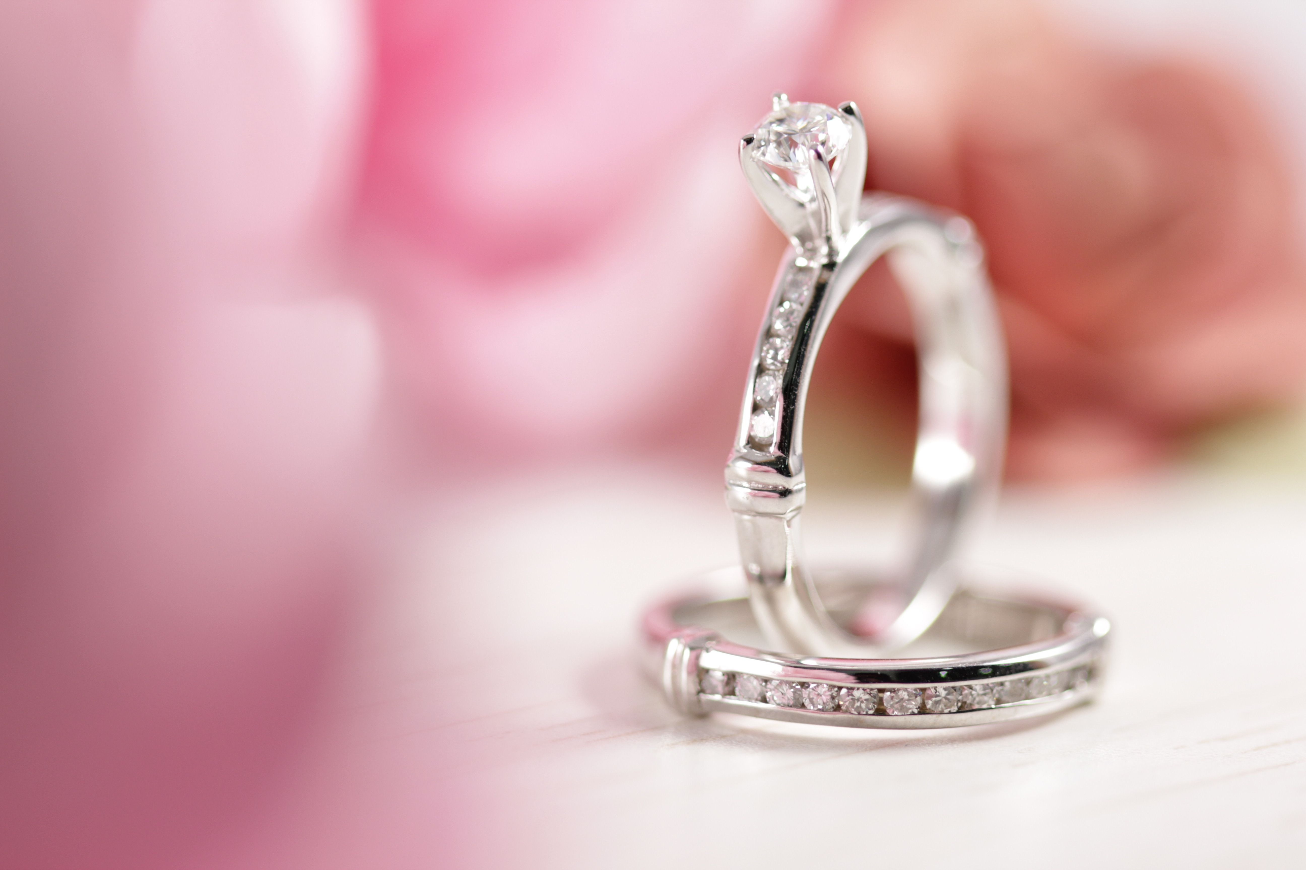 Set de bodas Anillo de compromiso y argolla fabricados en oro blanco ...