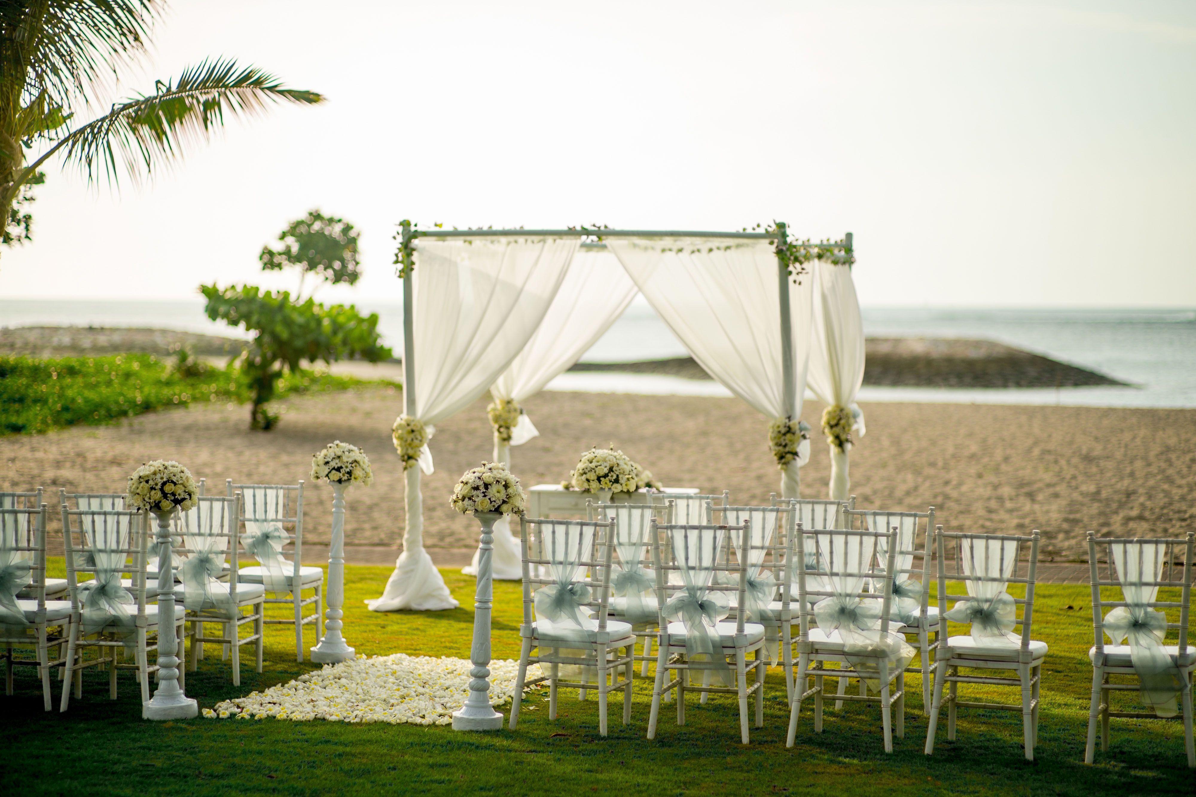 Special Wedding In Holiday Inn Baruna Bali Romantic Wedding Venue Wedding Organizer Planner Inexpensive Wedding Invitations