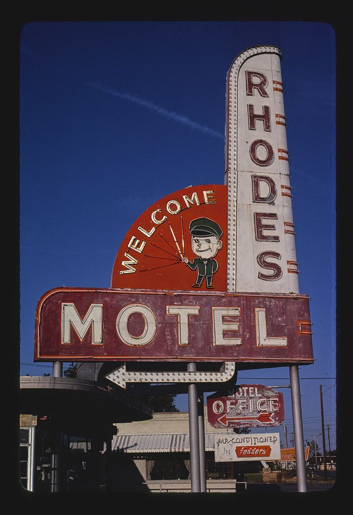 Rhodes Motel sign, North Little Rock, Arkansas #boulderinn