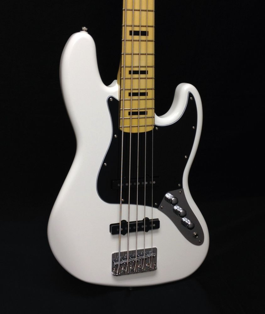 Vintage squier bass, christopher meloni hot