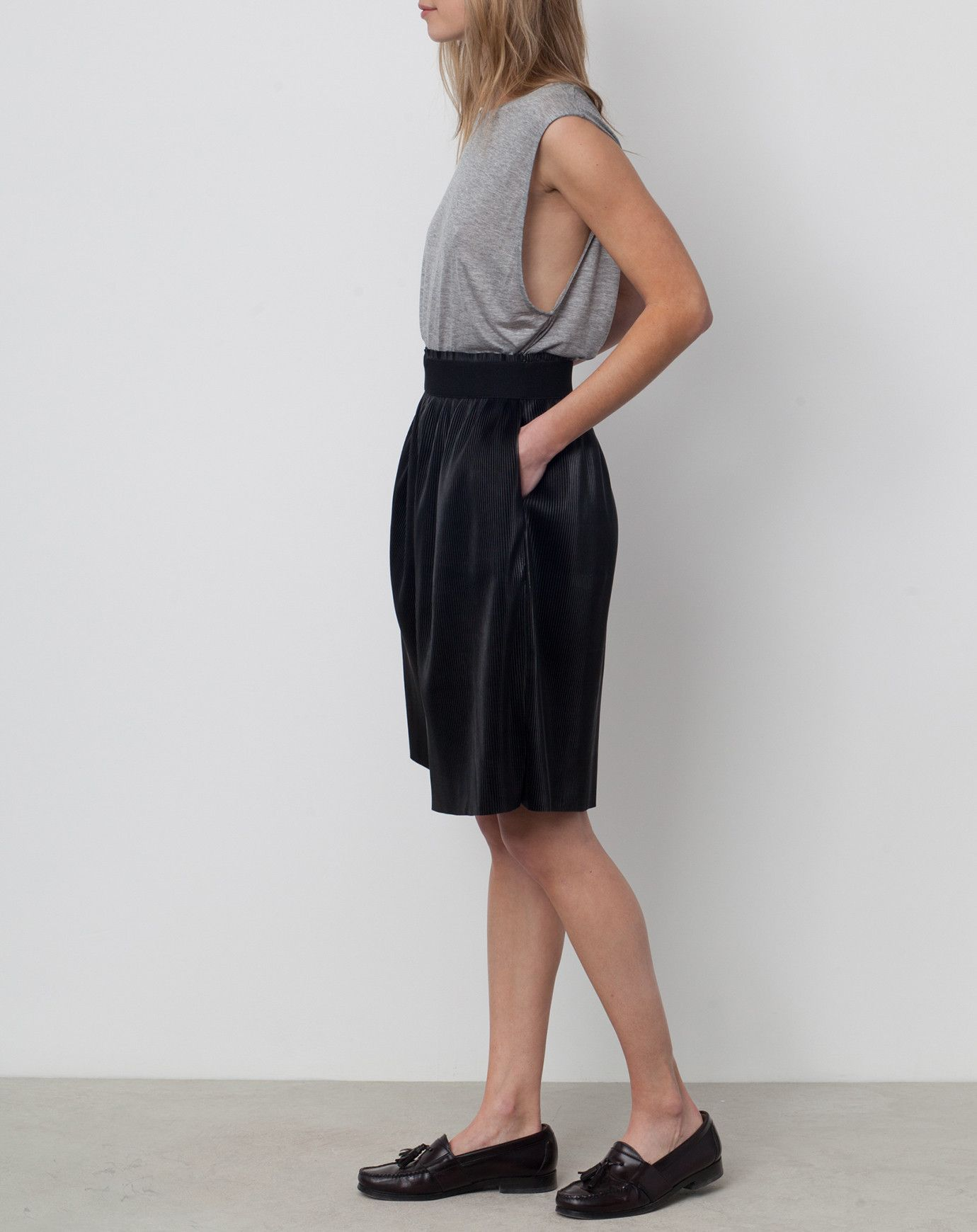 Rodebjer Thoth Pleated Long Short in Black