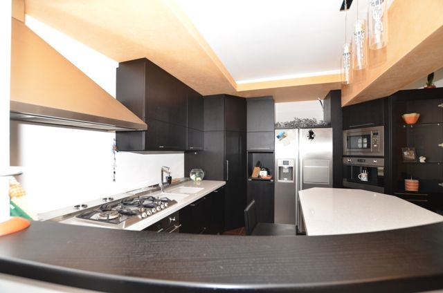 Mobili Rovere ~ Cucina con ante e pensili in rovere tinto nero porto aperto