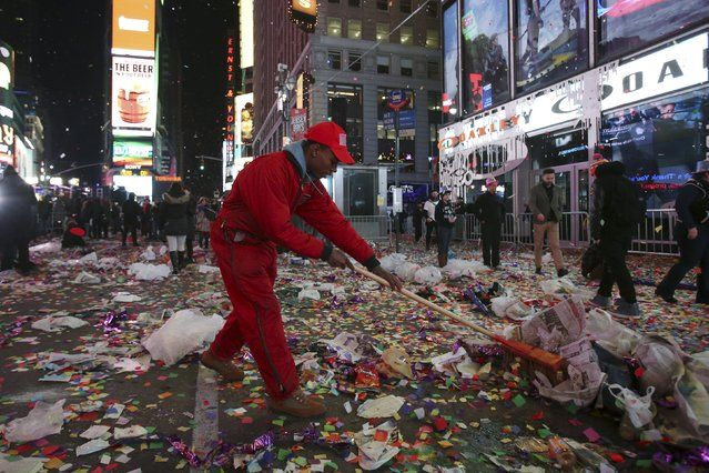 Image Result For New Years Eve Times Square Trash New Year S Eve