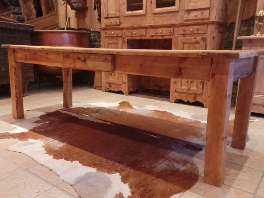 Table ancienne de Ferme Savoyarde