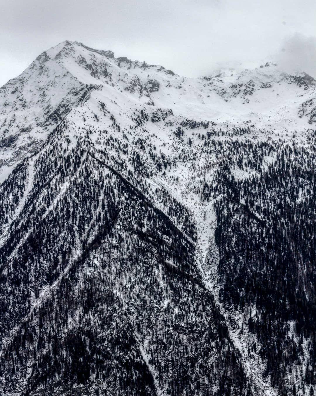Ette Photo N A Pas Ete Prise En Noir Et Blanc Je Prefere Le Preciser Il Etait 11h Du Matin Mais Parfois A La Montagne On Instagram Natural Landmarks Nature