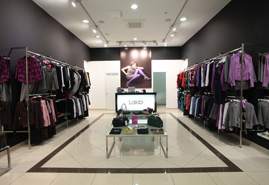 Оформление магазина женской одежды фото