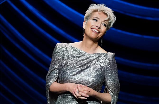 Emma Thompson S Engagement Ring In Late Night Emma Thompson Night Hairstyles Short Hair Styles
