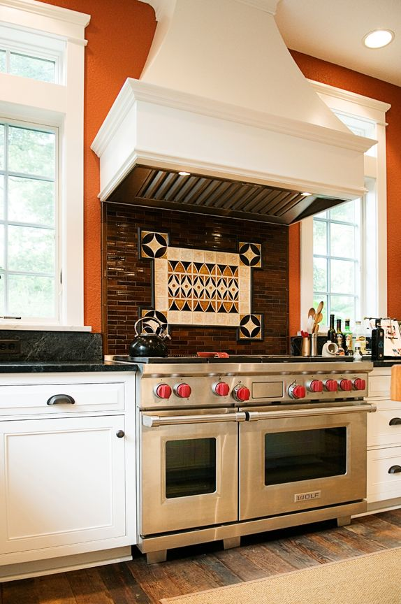 Wolf 48 Range With Woodmode Hood Wolf Hoodliner Cozy Kitchens Group Obx Nc Photography By C Elizabeth Kiourtzidis Cozy Kitchen Kitchen Kitchen Appliances