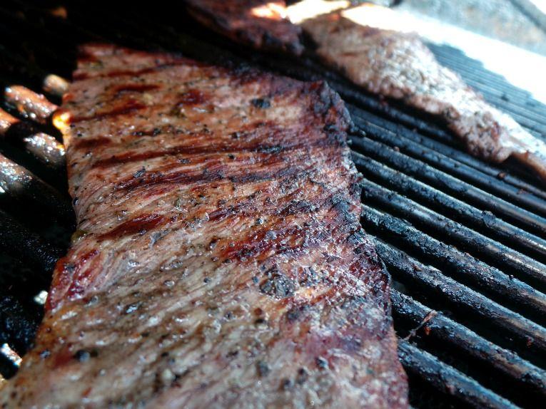 Carne asada con tostones y salsa de mangó  #bbq #parrilla  #ChooseSmart #shop #cbias Cattleman's finest First Street