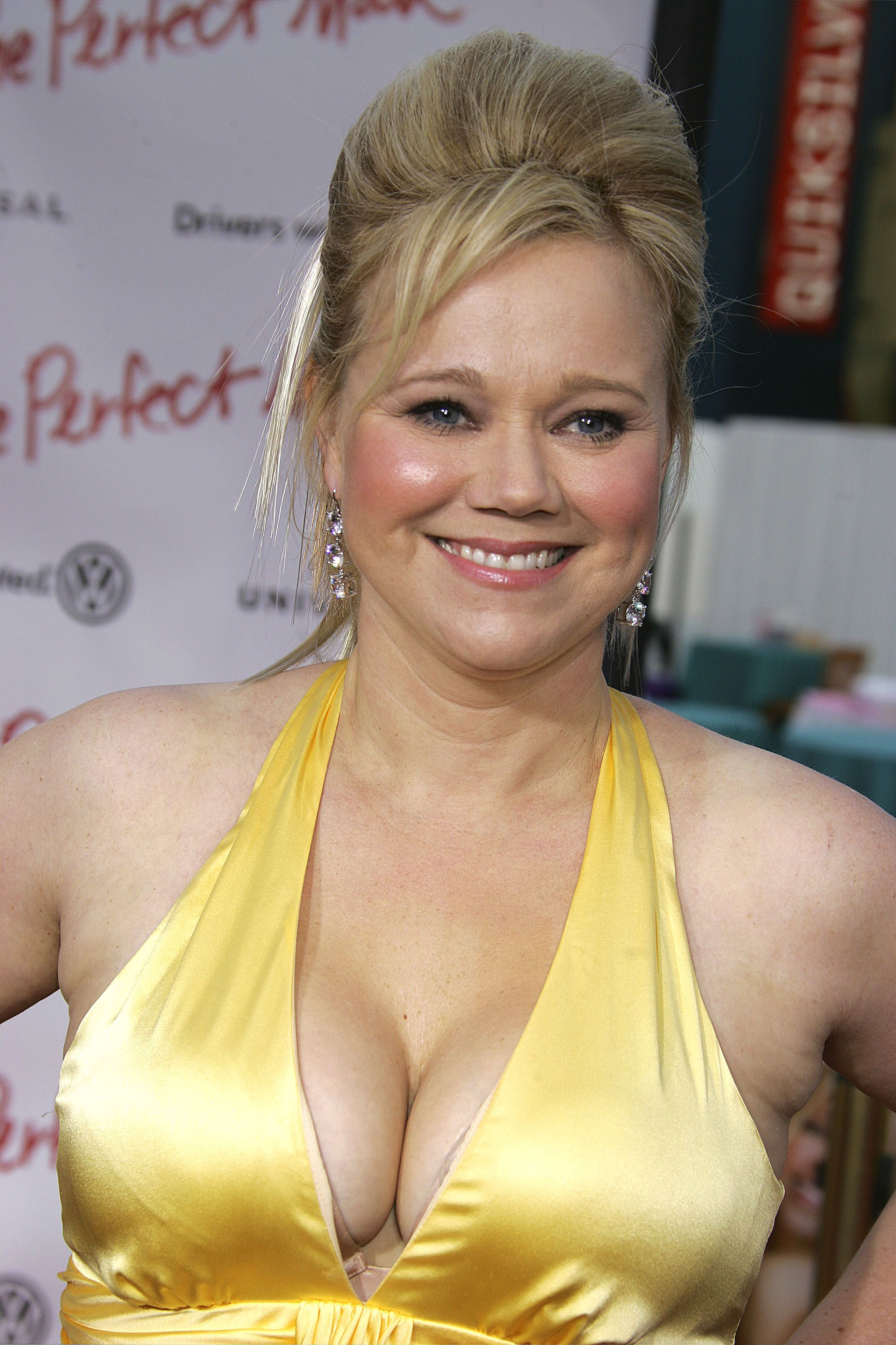 Caroline Rhea With Cleavage Images Graphics Comments And
