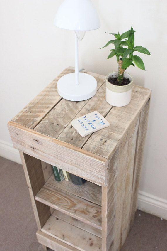 Mesa cama de madera reciclada de palets por oldpinedesign - Mesas palets madera ...