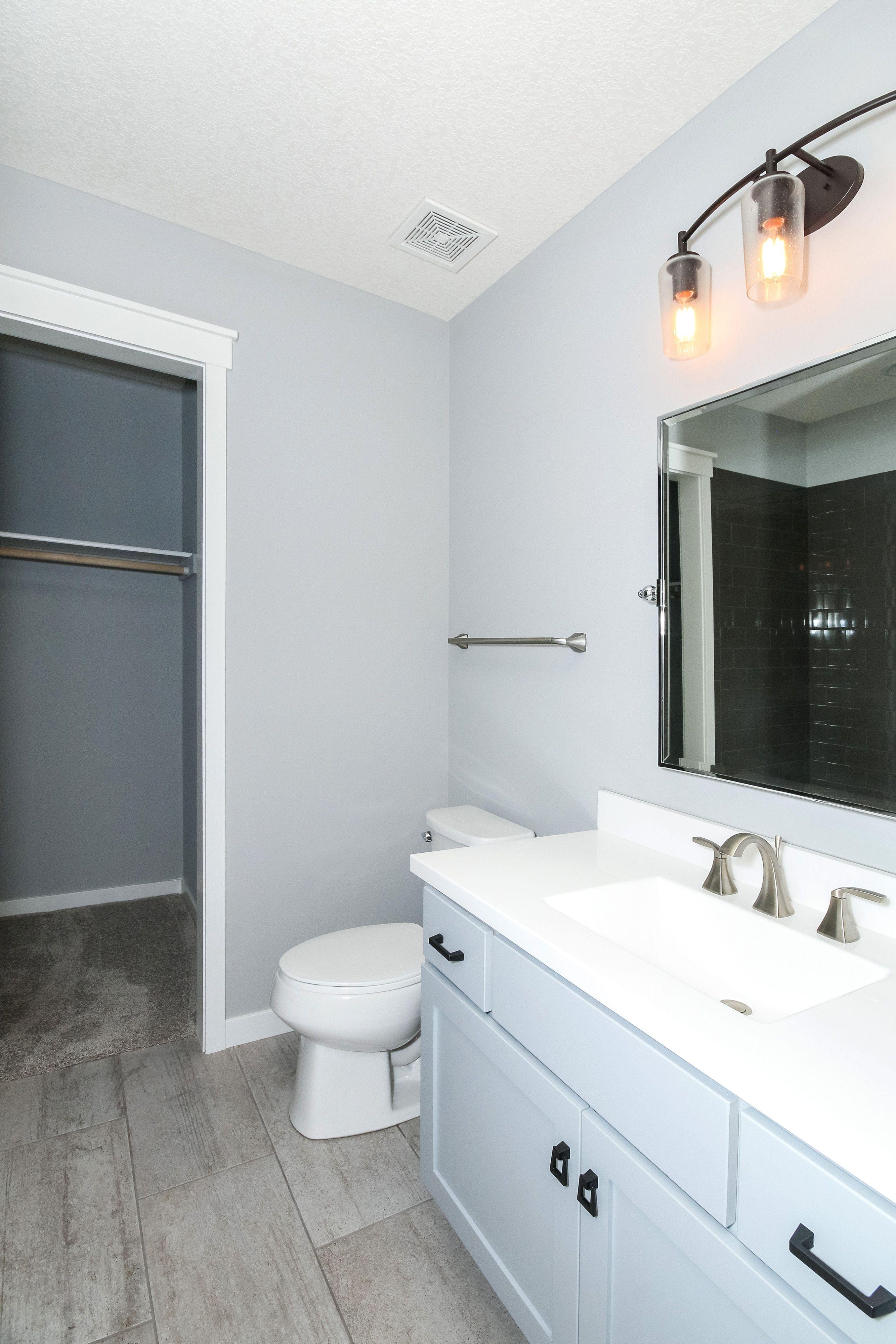 Bedroom 4 Bath Walls Sherwin Williams Sw 0055 Light French Grey Trim 7005 Pure White Ceramic Tile Urban Stone Fog 12x24