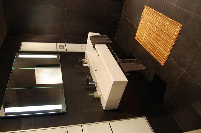 Badkamer donkere tegels | Badkamers/ Bathrooms | Pinterest ...