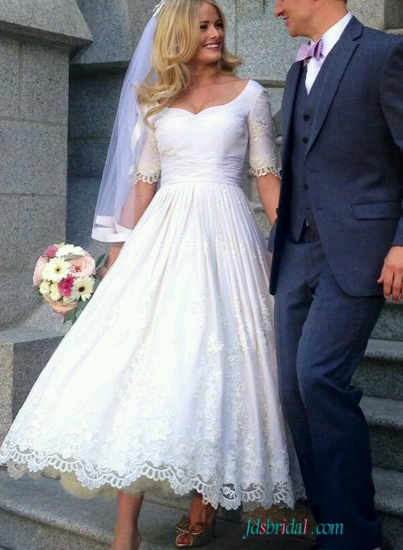 Superb  Vintage half sleeved lace tea length wedding dress
