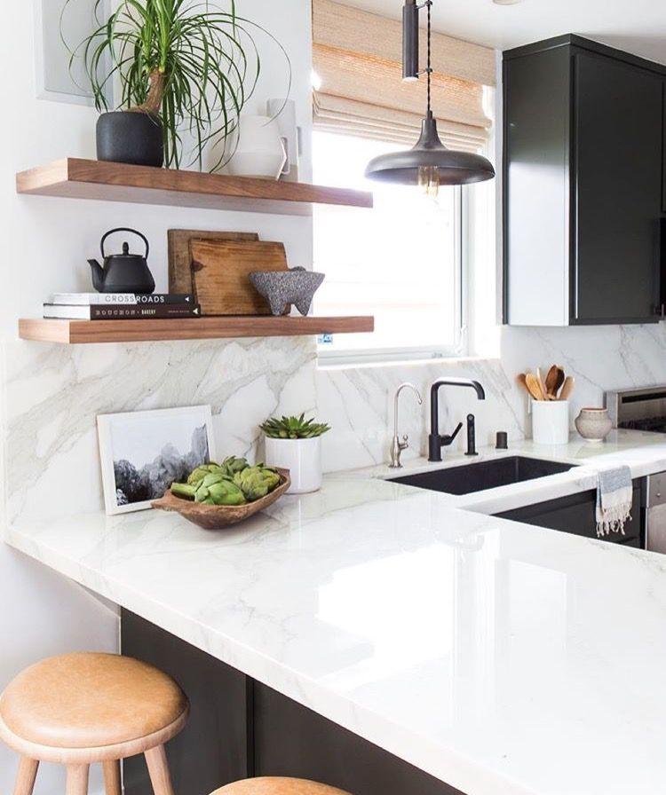 Atractivo Diseño De Una Pequeña Cocina Con Despensa Imagen - Ideas ...