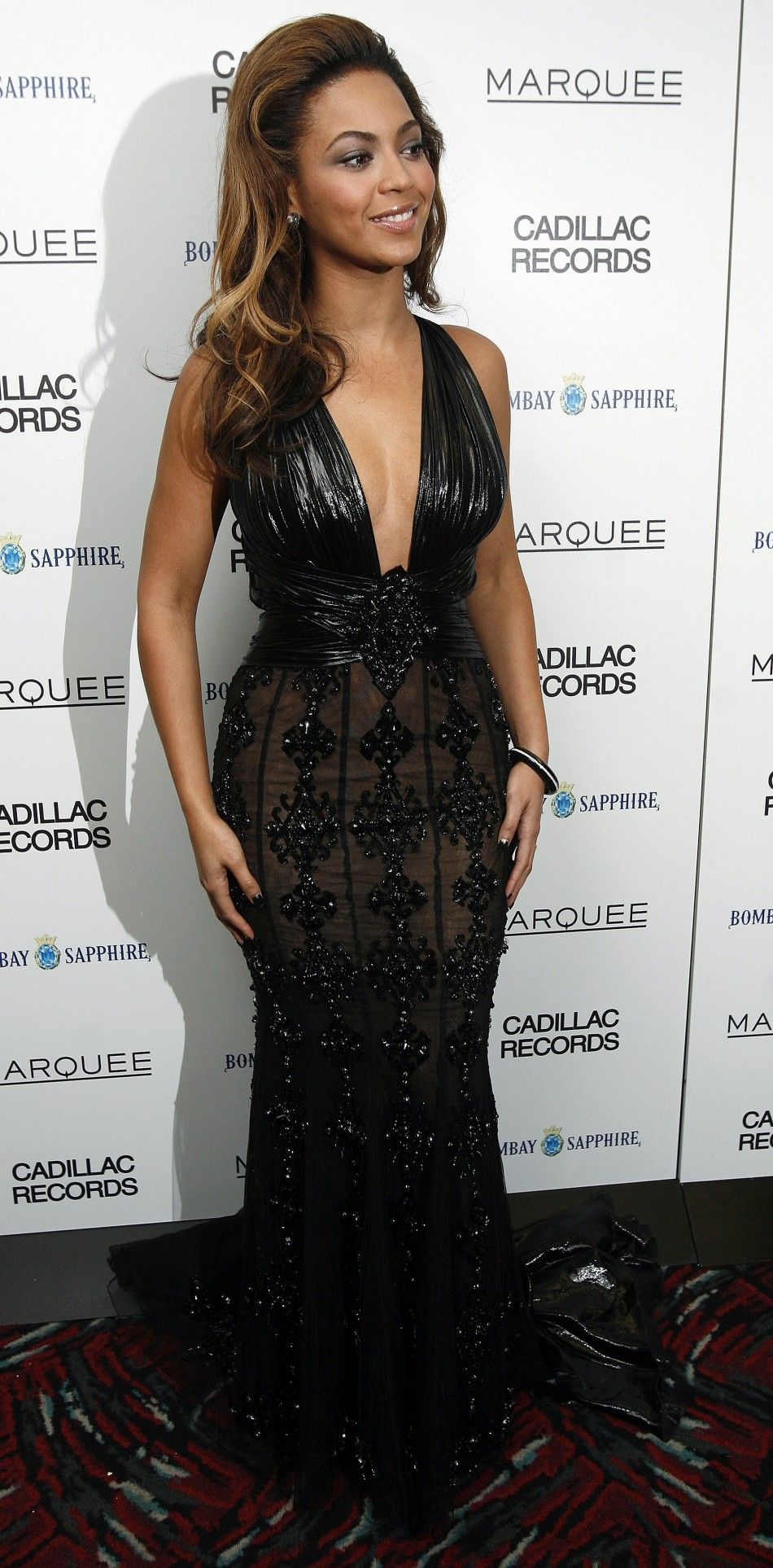 Beyonce looks striking in this black evening gown at the premiere of ...