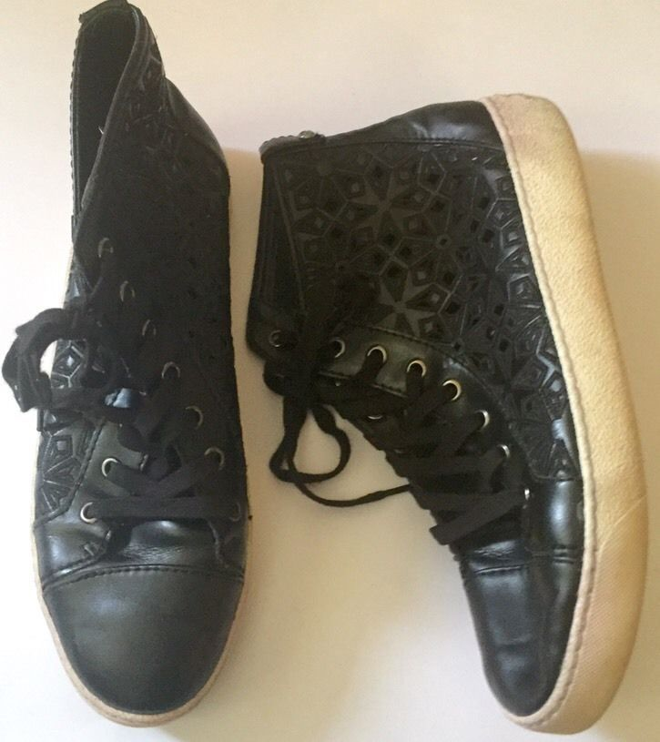 Sam Edelman Black Leather High Top Sneakers 8.5 M Eyelet Embroidered Skater Punk