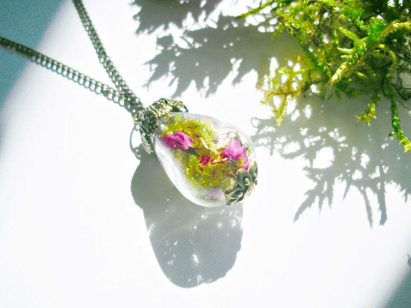 Blüten+und+Moos+Kette+Tropfen+Waldzauber+von+flowerring+Schmuck+auf+DaWanda.com