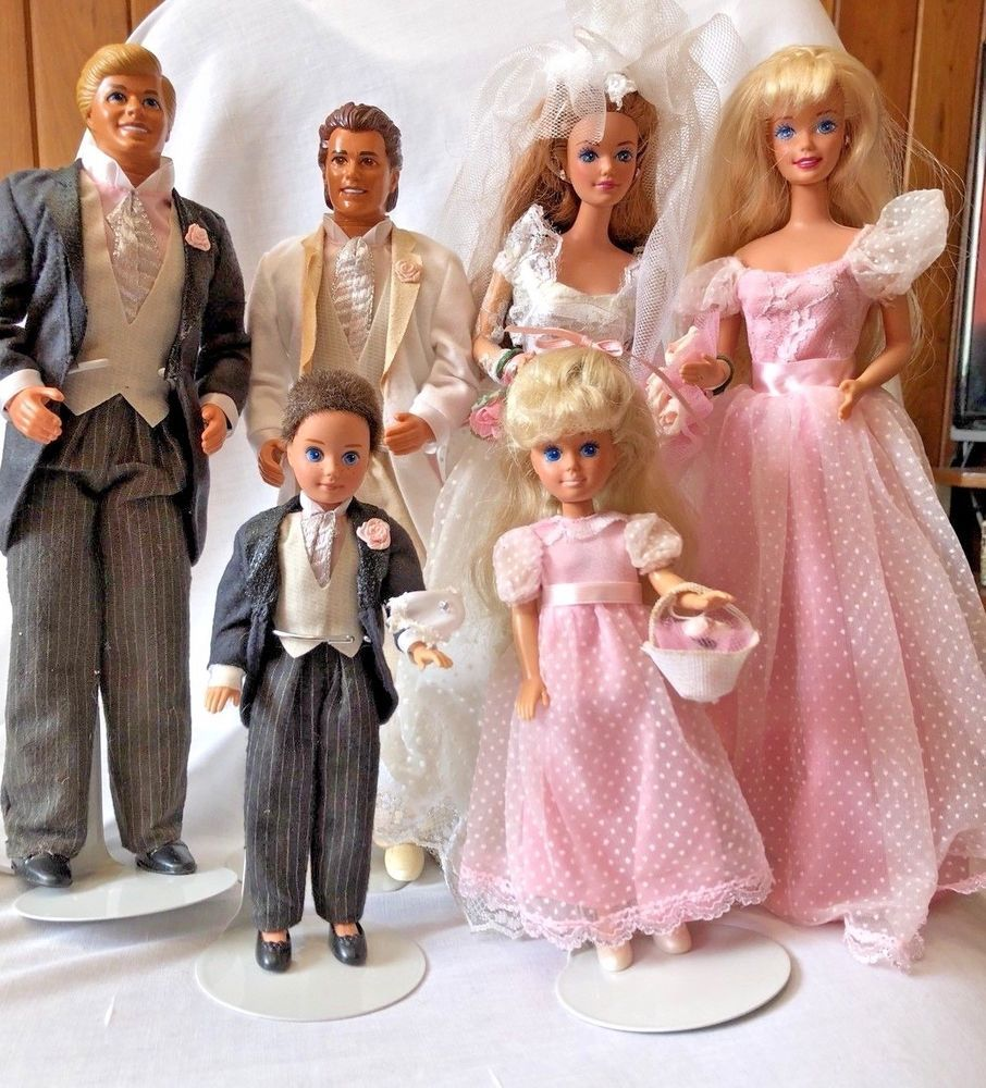 1990 Barbie Wedding Party Midge Set Has Been Displayed Mattel Dollswithclothingaccessories Barbie Bridal Barbie Wedding Bride Dolls