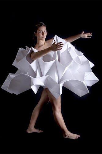 Photo of Origami-Papierkleidung – Sind sie die gefährlichsten Kleidungsstücke aller Zeiten?