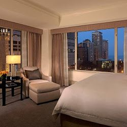 The Suite Peninsula Chicago Hotel