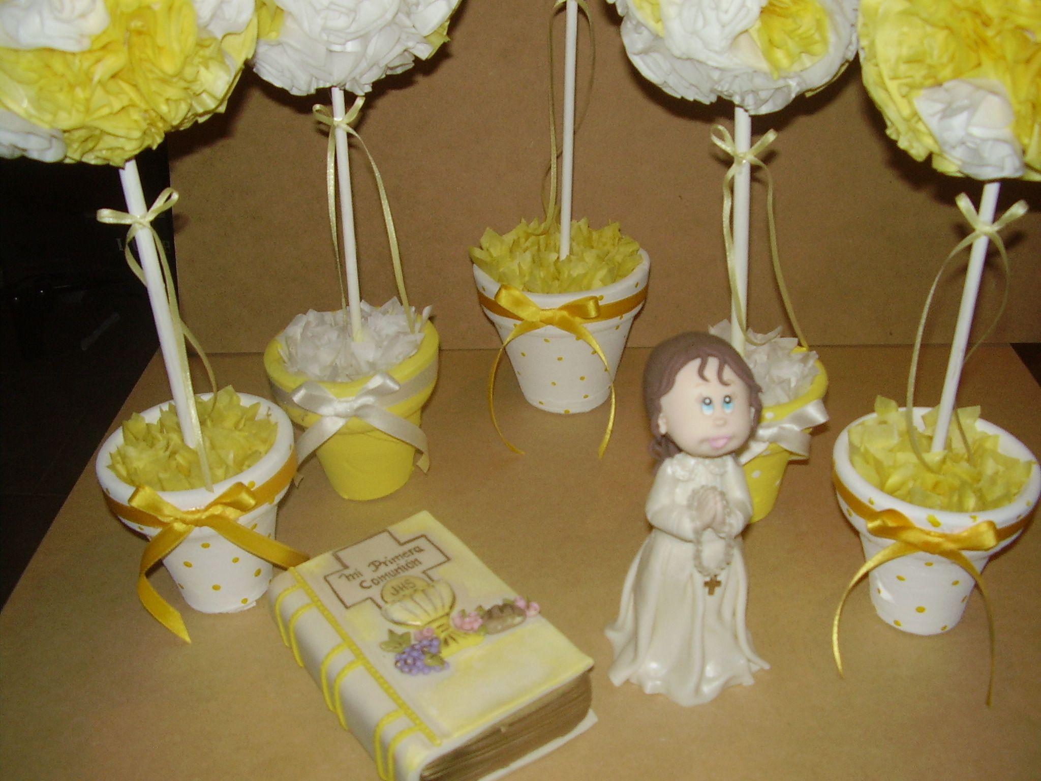 Centros de mesa en papel de seda y adornos de comuni n en for Decoracion de velas para bautizo