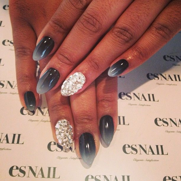 Photo by esnail_la. I like the theory... black with accent silver glitter. Maybe switch up the xolor of the glitter?