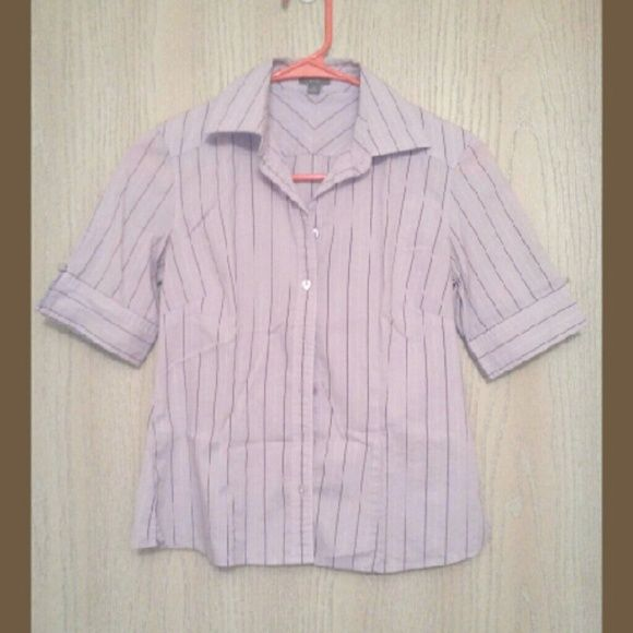 A light pink Ann Taylor button up Great for a casual business setting! No flaws or blemishes! Ann Taylor Tops Button Down Shirts