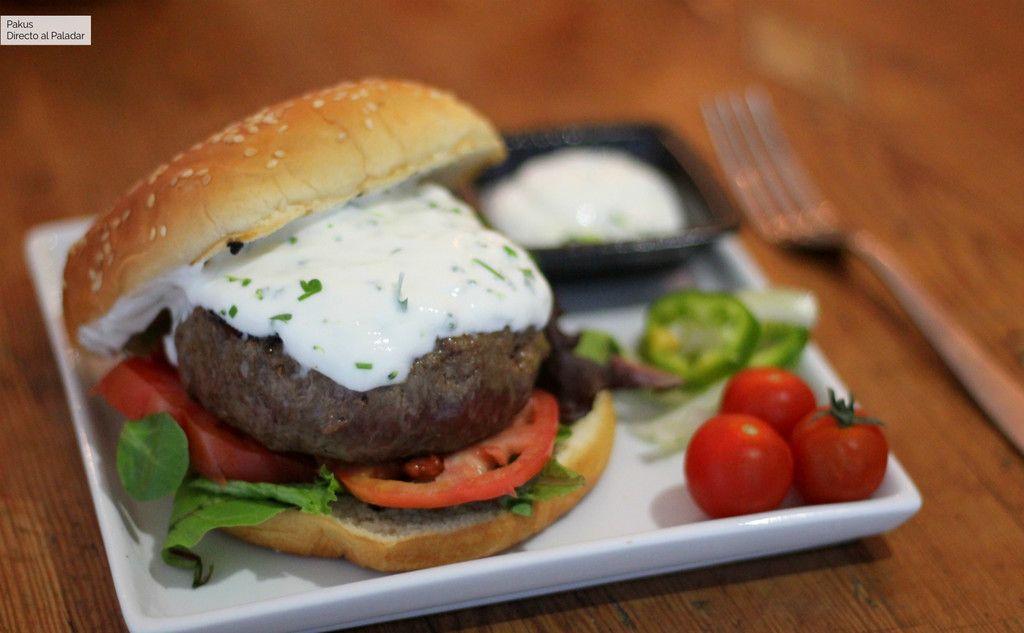 Hamburguesas De Cordero Con Salsa De Yogur Ideales Para Las Cenas