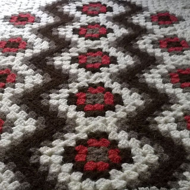 Diagonal Granny Square Baby Blanket pattern by Sari Siutti