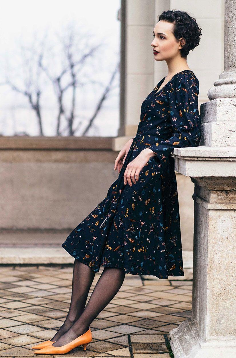 Feminines Kleid mit Muster | Kleider, Langarm kleid und ...