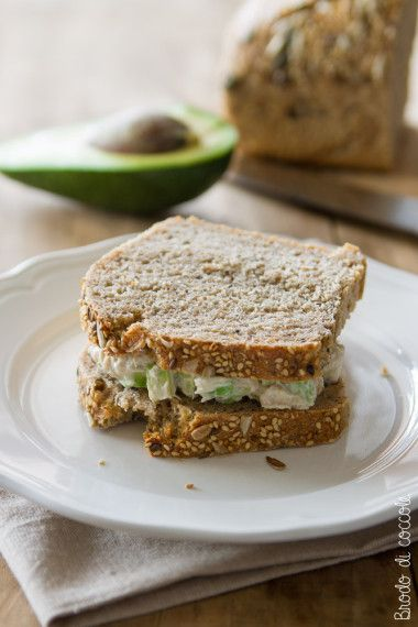 Sandwich con tonno avocado e yogurt greco food ideas for Cucinare yogurt greco