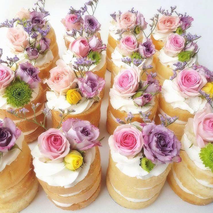Flowers cakes... #dessert #food #desserts #amazing #instagood #instafood #cake #dessertporn #delish #foods #delicious #foodpics #flowers #flower #beautiful #love #flowerstagram #flowersofinstagram #flowerslovers #flowerporn #floral #florals #floweroftheday #wedding #party #weddingparty #celebration #bride #weddingcake #instawedding