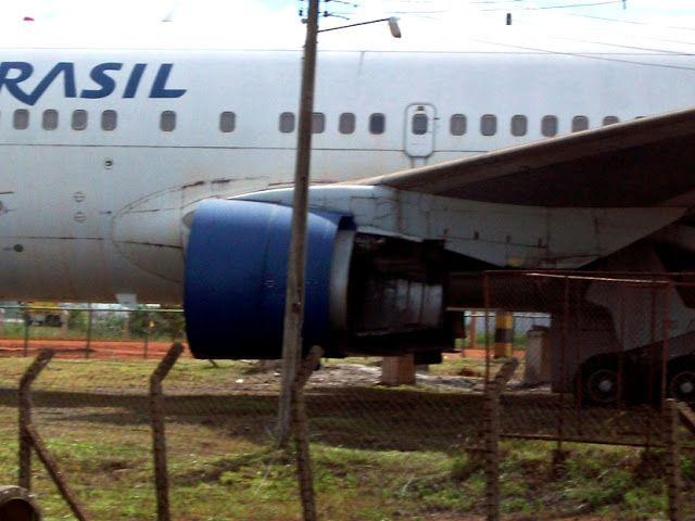 Aviões que foram abandonados apos confisco judicial no aeroporto Internacional de Brasília Presidente Juscelino Kubitschek   Esses avioes acabaram sendo desmontados e removidos desse parque de aviação ha pouco tempo