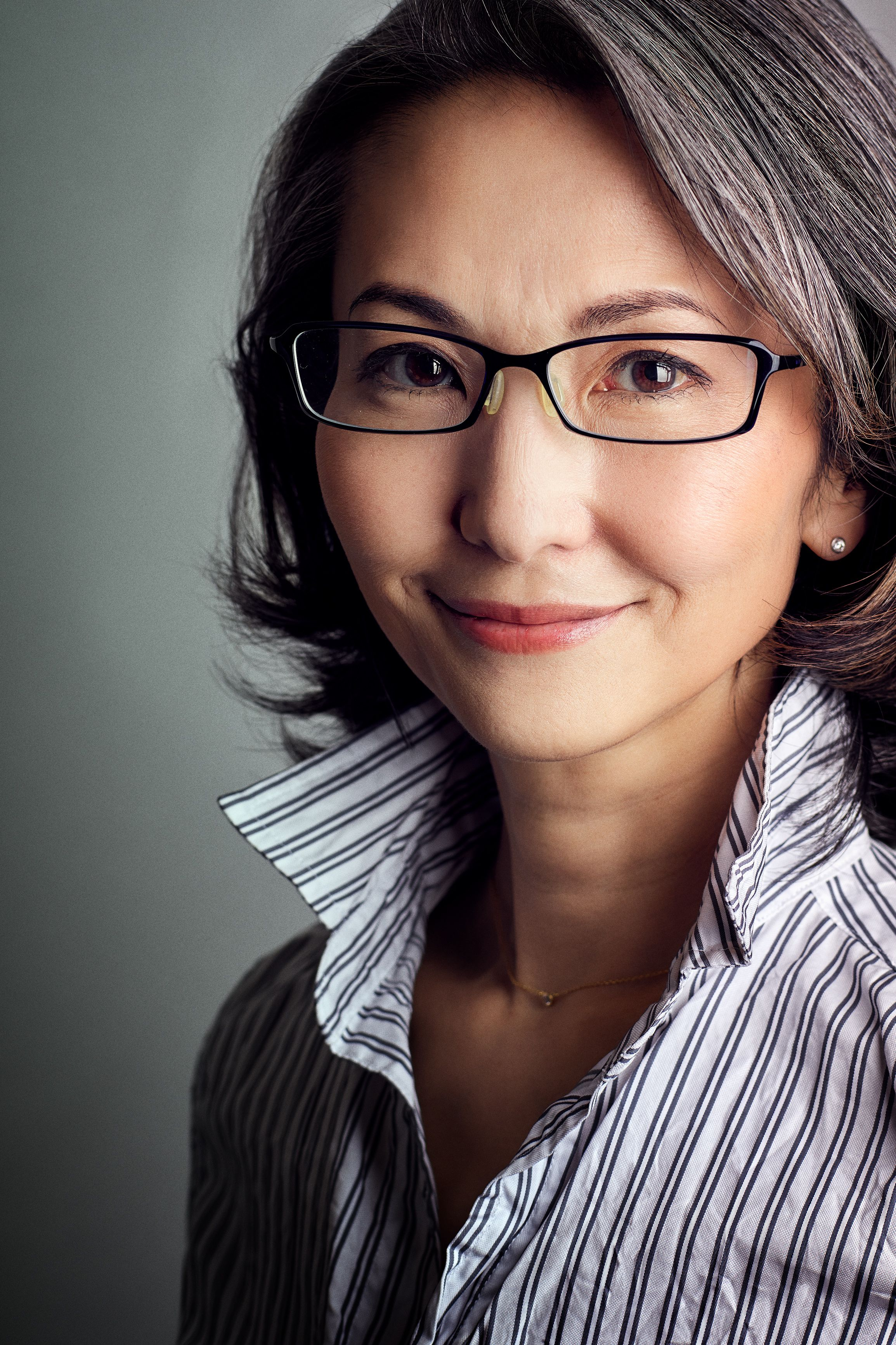Mayuko from Japan 0ver50 GrayHairStyle Grey Grace