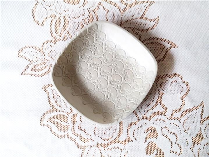 white ceramic bowl with lace pattern for fruit or as table decor www.ceralonata.etsy.com