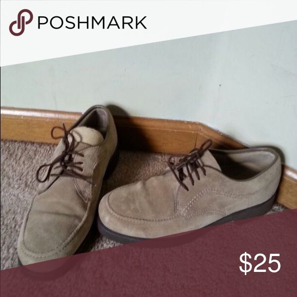 Hush Puppies That Old School Feeling Great Condition Tan With Brown Bottoms And Brown Strings Yeahbuddy H Hush Puppies Shoes Hush Puppies Chukka Boots