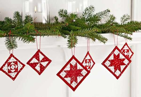 Mini Quilt Ornaments For Christmas Cheer Quilting Digest Fabric Christmas Ornaments Quilted Christmas Ornaments Christmas Ornament Pattern