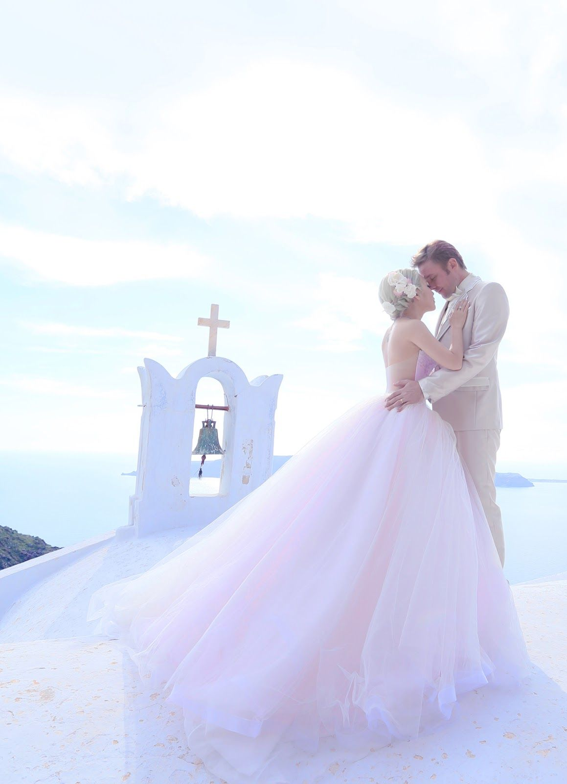 Xiaxue S Amazing Wedding Shoot With Sunrise Greece In Santorini Xiaxue Blogspot Com Sunrise Wedding Greece Wedding Greek Islands Wedding