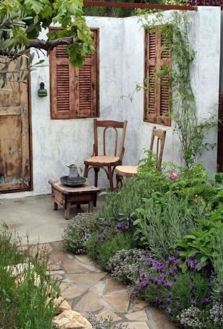 Refined French Backyard Garden Decor Ideas 2