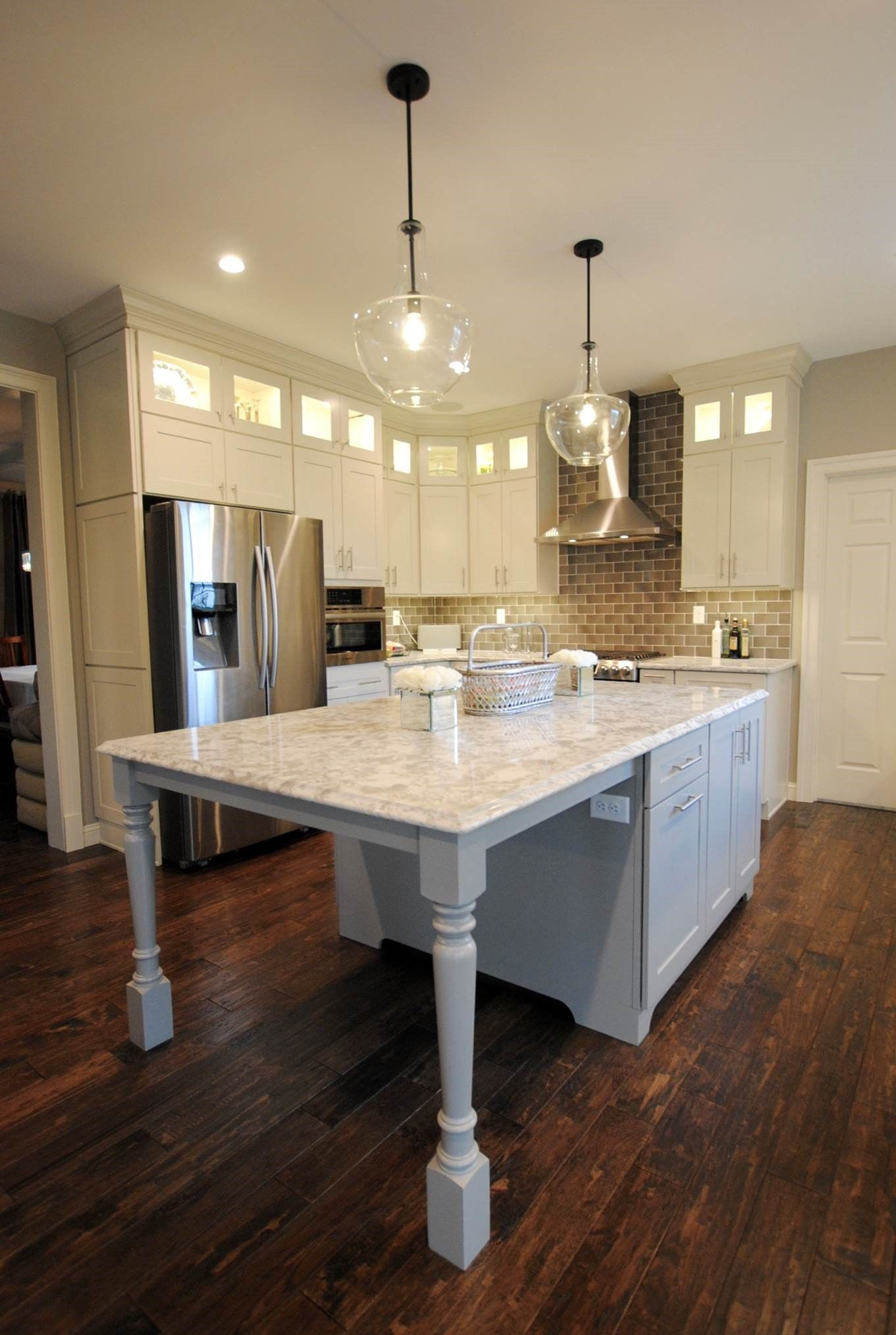 Stunning! This beautiful kitchen remodel completed by Lowe\'s Project ...