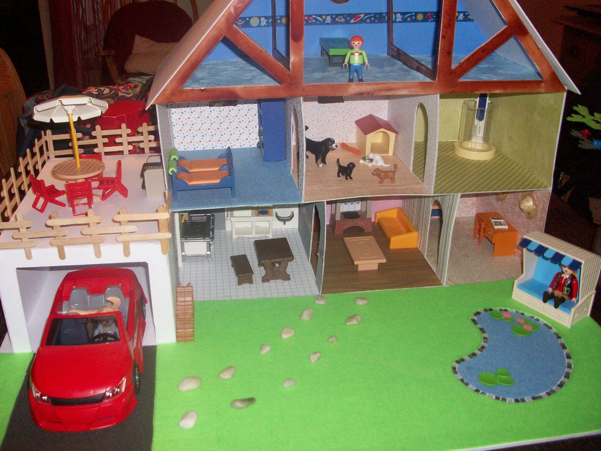 une maison en carton plume maison pour playmobil. Black Bedroom Furniture Sets. Home Design Ideas