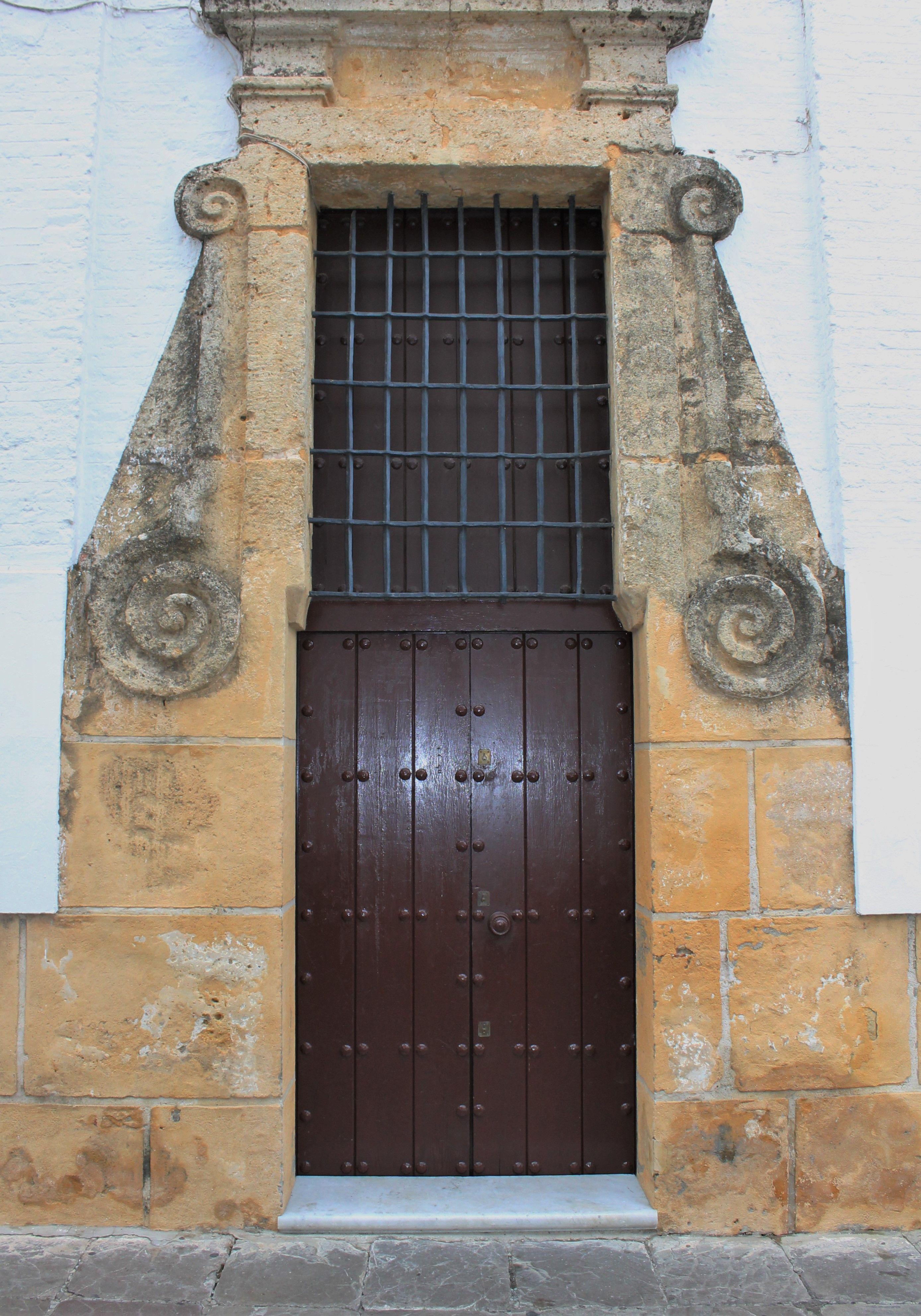 Carmona sevilla puertas andaluzas pinterest for Puertas correderas sevilla