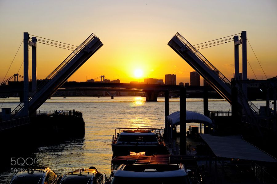 Seaside Tokyo - Pinned by Mak Khalaf This is a place where ships are moored or anchored. City and Architecture SeasideShipSunsetTokyoTokyobay by gallery1japan
