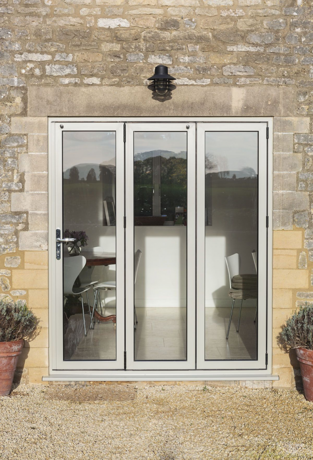 Gfd Homes Real Aluminium Bifolding Doors To Suit Any Home From The Simplest To Most Complex We Can Help Available As Supply Only En 2020 Ventanas Puertas Aluminio