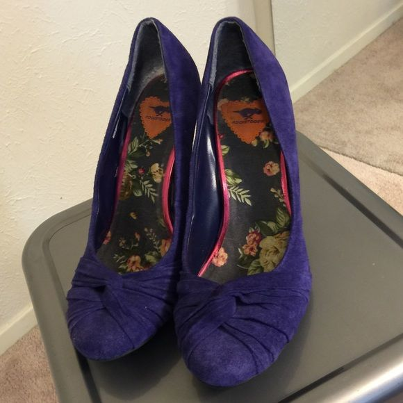 Rocket Dog Violet Heels Size 10m. Comfortable. Worn but in good condition. Faux suede material. Rocket Dog Shoes Heels