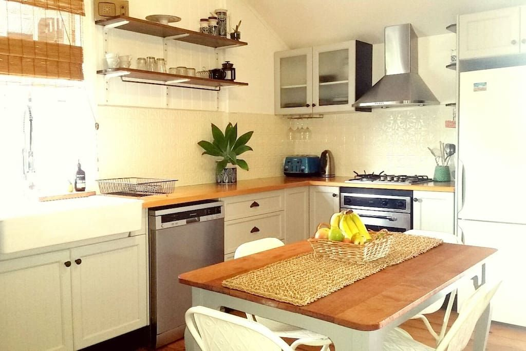 Brisbane Airport proximity- A Beach Cottage - Houses for ...