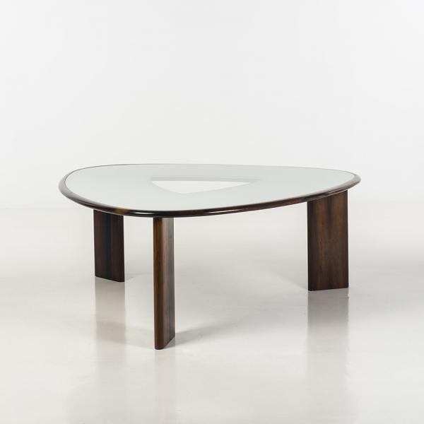 f joaquim tenreiro 1906 1992 mesa triangular table triangulaire pi tementen jacaranda. Black Bedroom Furniture Sets. Home Design Ideas