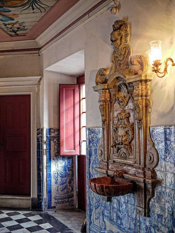 Resultado de imagem para azulejos sacristia Outeiro da Glória